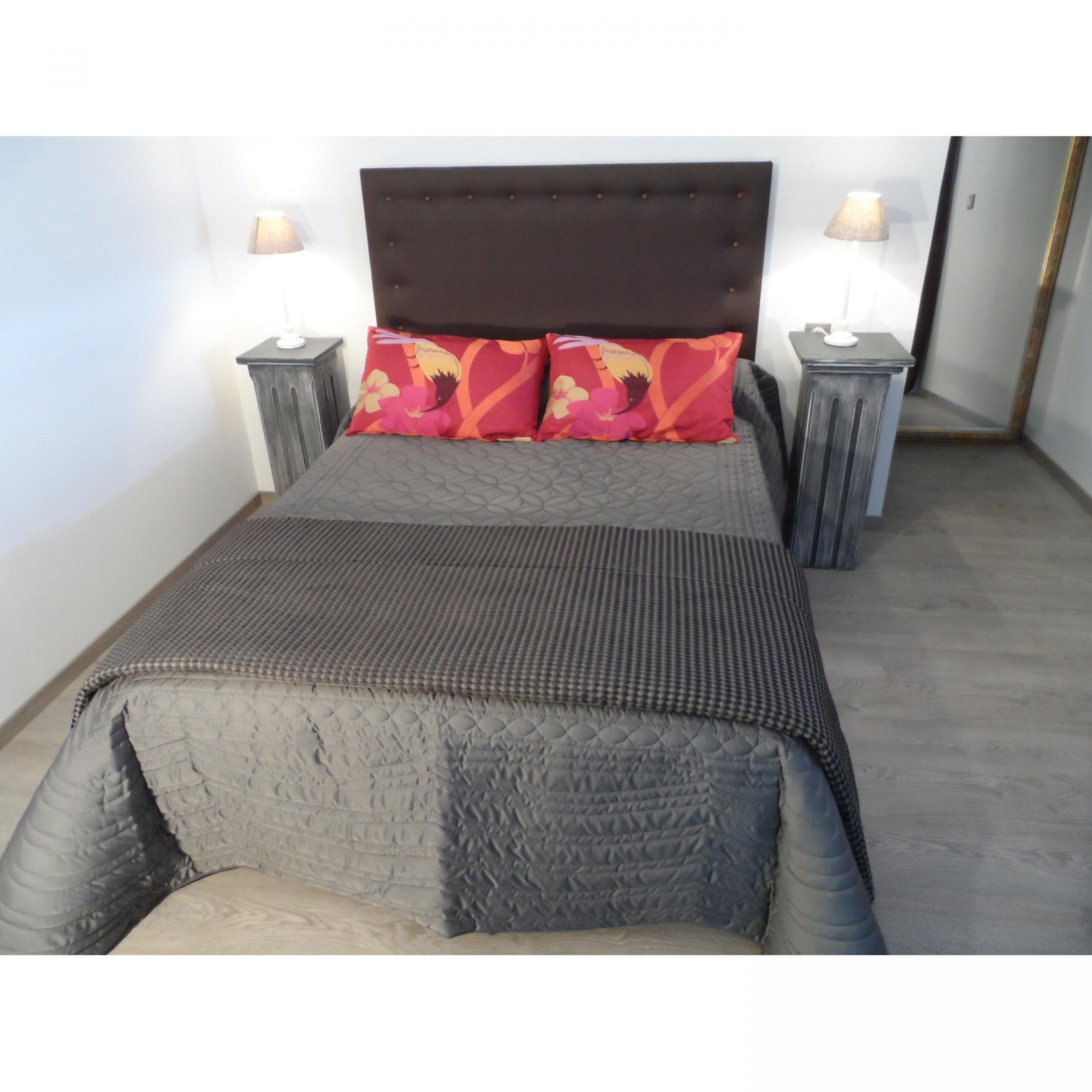 jet de lit soft gris matelass pour lit de 140 cm l. Black Bedroom Furniture Sets. Home Design Ideas