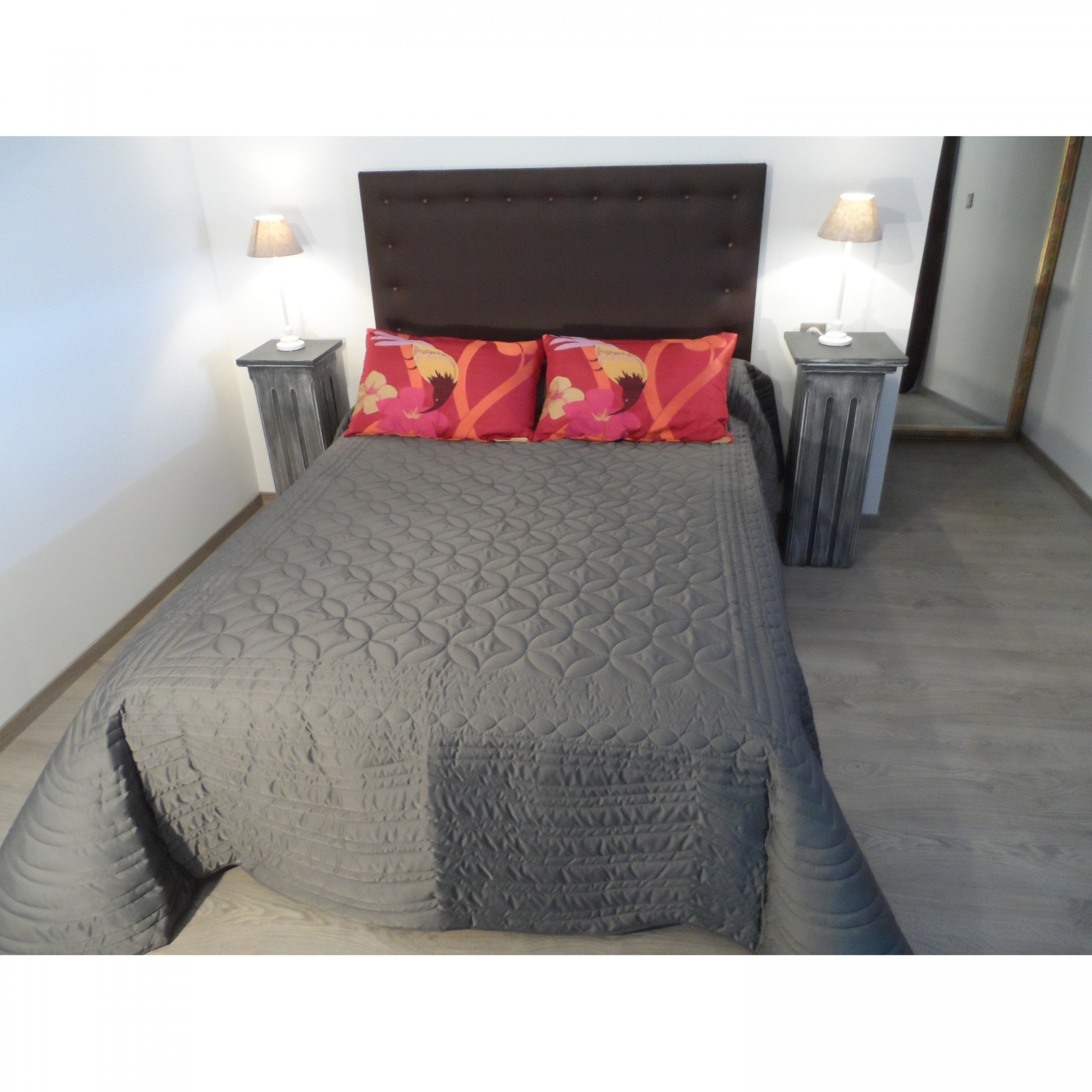 jet de lit soft gris matelass pour lit de 140 cm l 39 atelier de la toile. Black Bedroom Furniture Sets. Home Design Ideas