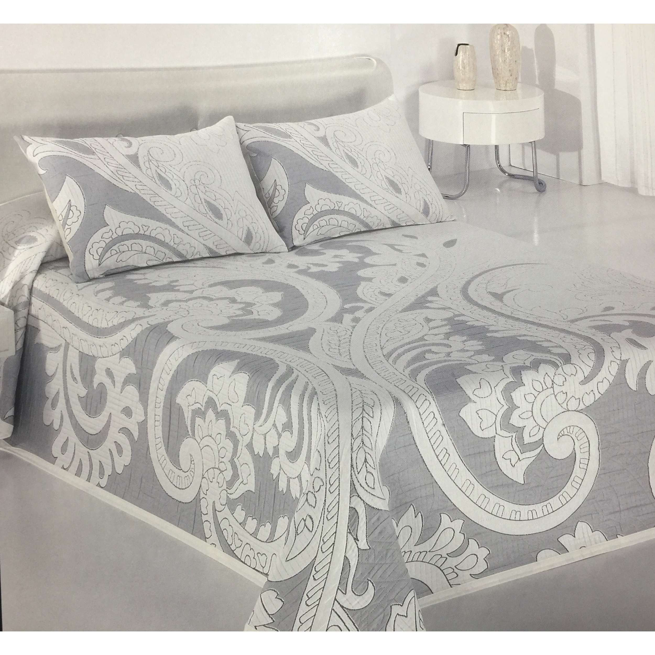 jet de lit budeos gris bleu pour lit de 160 cm l 39 atelier de la toile. Black Bedroom Furniture Sets. Home Design Ideas