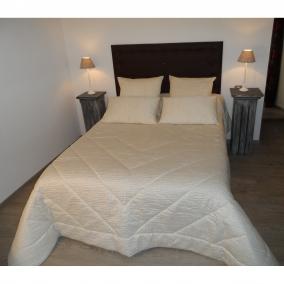 Couvre lit matelass magestic cru disponible pour lit de 140 et 160 cm l 39 atelier de la toile - Couvre lit et rideaux coordonnes ...